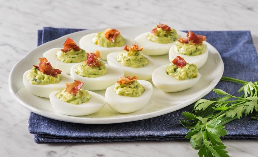 œufs Farcis A La Creme D Avocat Avec Prosciutto